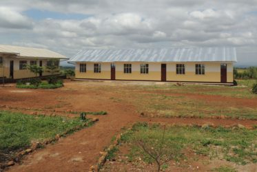 Var med och bygg en skolbyggnad